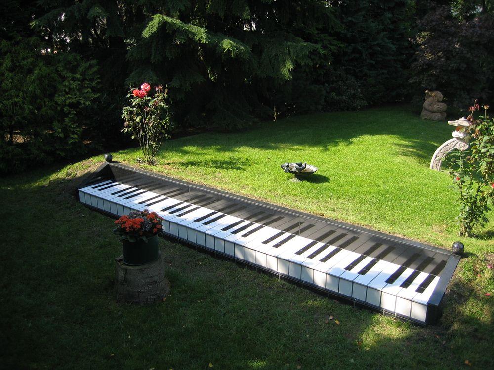 Detailgetreue nachbildung einer klaviatur aus fliesen - Klavier fliesen ...